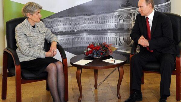 Generalna direktorka Uneska Irina Bokova i predsednik Rusije Vladimir Putin - Sputnik Srbija
