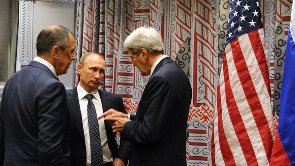 Ruski predsednik Vladimir Putin, ruski ministar inostranih poslova Sergej Lavrov,  i američki državni sekretar Džon Keri - Sputnik Srbija