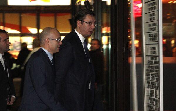 Premijer Srbije i lider SNS Aleksandar Vučić i gradonačelnik Novog Sada Miloš Vučević dolaze na sednicu Predsedništva stranke - Sputnik Srbija