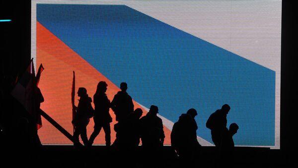 Присталице СНС-а по завршетку митинга. - Sputnik Србија