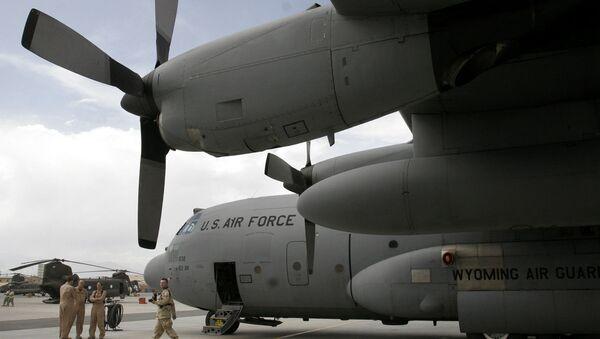 Američki vojnici u blizini aviona u vazduhoplovnoj bazi Bagram u Avganistanu, - Sputnik Srbija