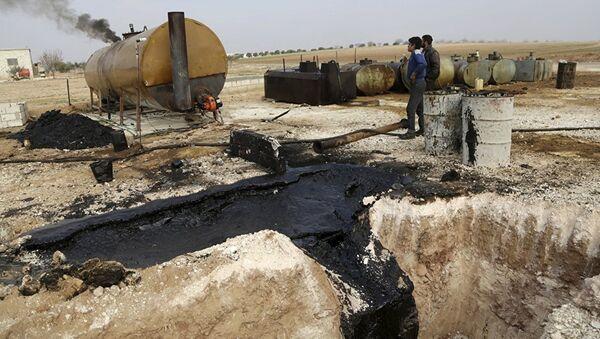 Бомбардовање нафтних складишта у Сирији - Sputnik Србија