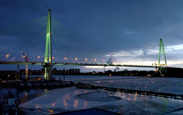 Велики Обуховски мост преко Неве у зимској вечери - Sputnik Србија