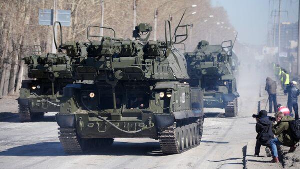 Taktički raketni kompleks Tor-M2U za vreme parate Pobede u Ekaterniburgu - Sputnik Srbija