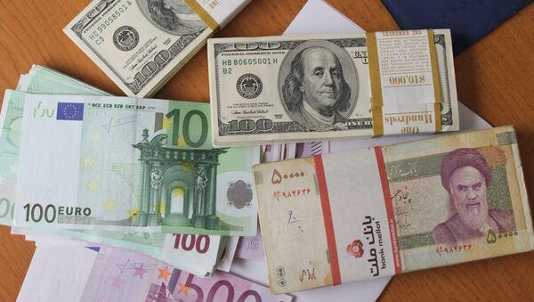 Evro, američki dolar i iranski rial novčanice - Sputnik Srbija