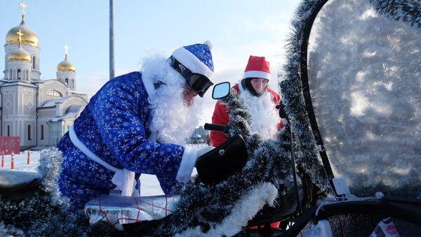 Deda Mraz na motoru u Samari - Sputnik Srbija