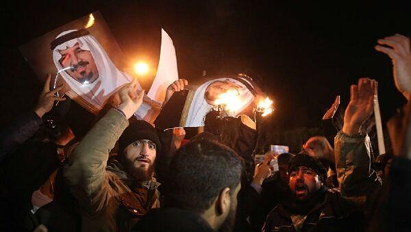 Протест Иранаца испред зграде амбасаде Саудијске Арабије - Sputnik Србија