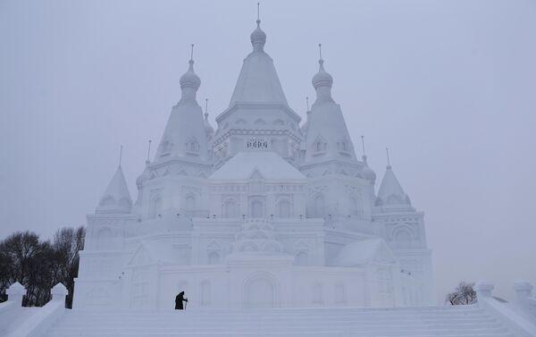 Највећи снежни замак, направљен у Кини - Sputnik Србија