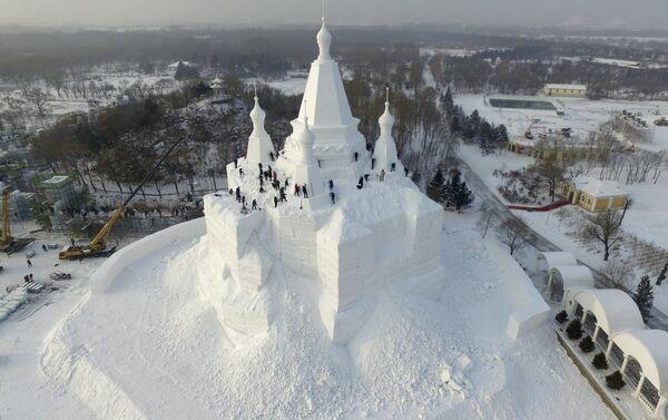 Углачавање највишег снежног замка на свету - Sputnik Србија