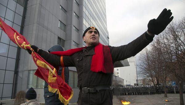 Присталица опозиције на протесту у Приштини. - Sputnik Србија