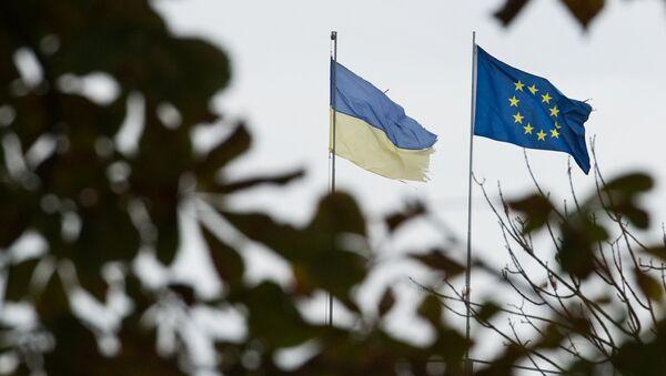 Zastave Ukrajine i EU u Kijevu - Sputnik Srbija