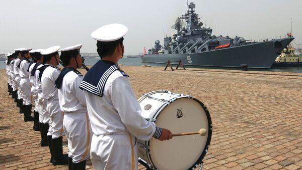 Kineski mornari ispraćaju ruski ratni brod - Sputnik Srbija