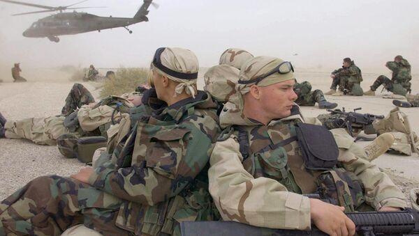 Američki vojnici preuzimaju kontrolu nad teritorijom na jugu Iraka 21. marta 2003. godine - Sputnik Srbija