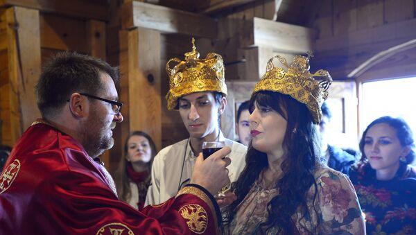 Глумица и водитељка Снезана Ивановић (31) и продуцент Стефан Сокић (27) венчали се на Кустендорфу - Sputnik Србија