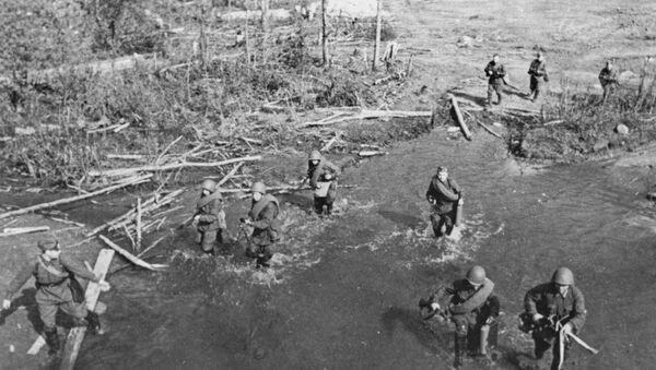 Совјетски војници током једне од битака у близини Лењинграда 1942. - Sputnik Србија