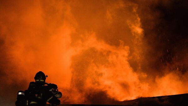 Пожар у фабрици у Москви - Sputnik Србија