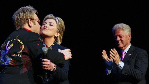 Клинтонови са Елтоном Џоном - Sputnik Србија