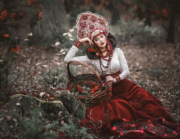 Традиционално руско рухо на надреалним фотографијама - Sputnik Србија