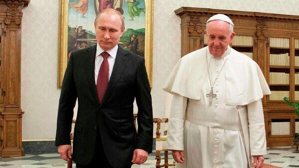 Vladimir Putin i papa Franja u Vatikanu, 25. novembra 2013. - Sputnik Srbija