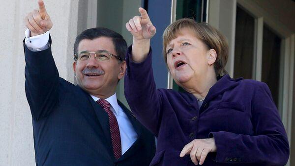 Ahmet Davutoglu i Angela Merkel - Sputnik Srbija