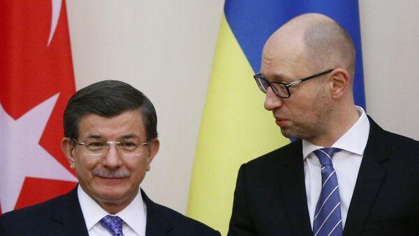 Premijer Turske Ahmet Davutoglu i premijer Ukrajine Arsenija Jacenjuka - Sputnik Srbija