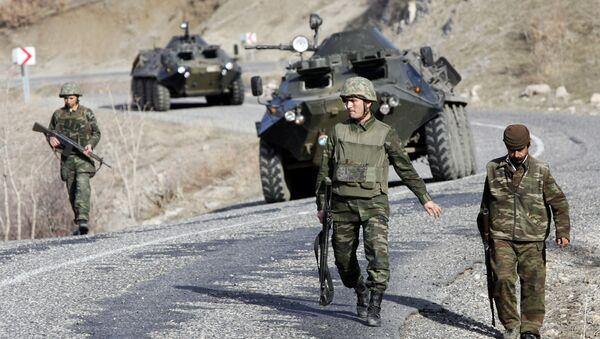 Turski vojnici patroliraju u blizini granice Turske i Iraka - Sputnik Srbija