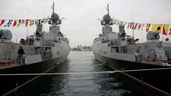 Podizanje zastava na malim raketnim brodovima Zeleni Do i Serpuhov - Sputnik Srbija