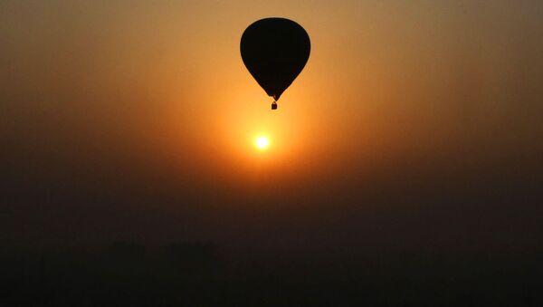 Балон усликан пред свитање - Sputnik Србија