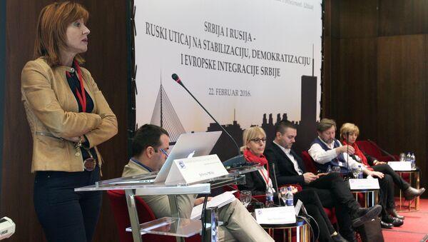 """Direktorka Centra za evroatlantske studije (CEAS) Jelena Milić na konferenciji """"Srbija i Rusija - ruski uticaj na stabilizaciju, demokratizaciju i evropske integracije"""" - Sputnik Srbija"""