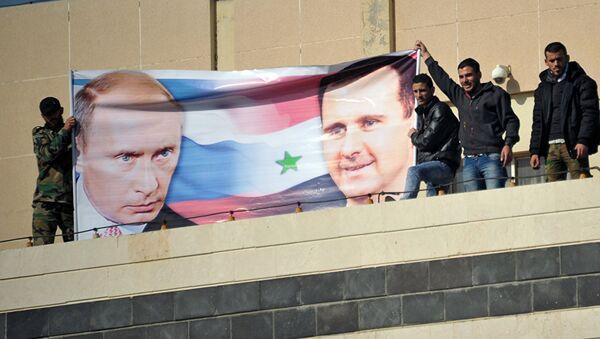 Plakat sa likom Vladimira Putina i Bašara Asada - Sputnik Srbija