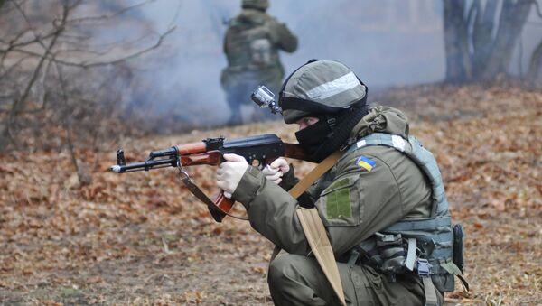 Pripadnik ukrajinske vojske tokom obuke NATO-a - Sputnik Srbija