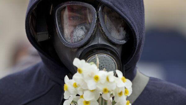 Čovek sa gas-maskom - Sputnik Srbija