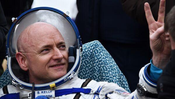 Američki astronaut Skot Keli, član posade MSS, po prizemljenju u Kazahstanu - Sputnik Srbija