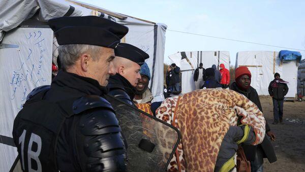 Migranti u izbegličkom kampu Džungla u Kaleu, Francuska - Sputnik Srbija