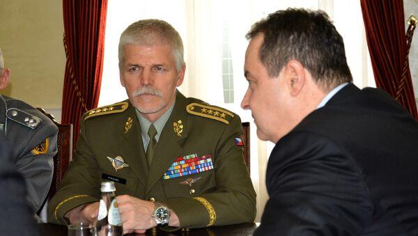 Ministar spoljnih nposlova Srbije Ivica Dačić sa predsedavajućim Vojnog komiteta NATO-a, generalom Peterom Pavelom - Sputnik Srbija