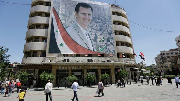 Банер са ликом Башара ел Асада у Дамаску, Сирија - Sputnik Србија