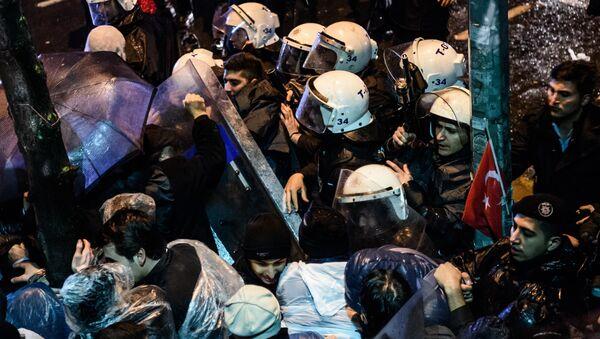 Sukobi policije i demonstranata i Istanbulu, Turska, 5.mart. 2016 - Sputnik Srbija