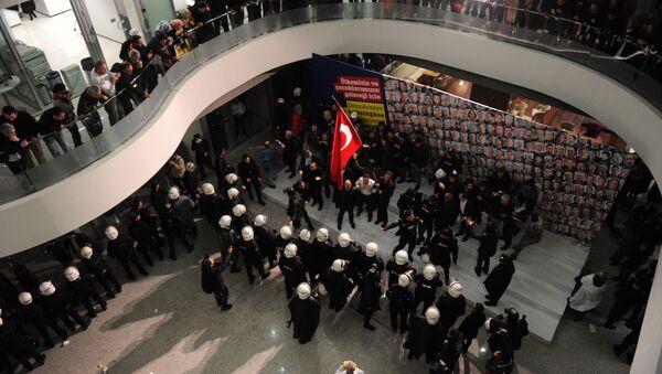 Упад турске полиције у седиште листа Заман, Истанбул, Турска, 5. март 2016. - Sputnik Србија