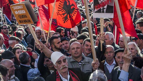 Kosovski Albanci sa albanskom zastavom,  u Prištini februara 17. 2016. godine. - Sputnik Srbija
