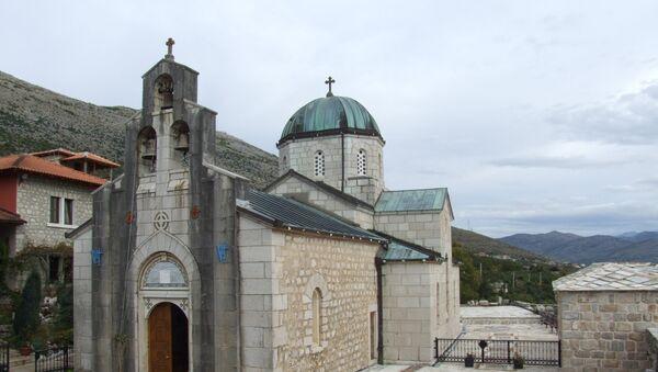 """Манастир Тврдош — по народном предању основао га је Свети цар Константин, а обновио краљ Милутин. Манастир је духовни центар, познат по вину сорте """"вранац"""" које производи - Sputnik Србија"""