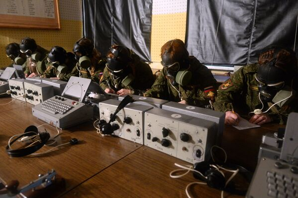 Шминка под камуфлажом: Прво руско војно женско такмичење - Sputnik Србија