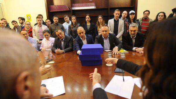 Lideri koalicije okupljene oko DS-a predaju potpise za izbornu listu u RIK-u. - Sputnik Srbija