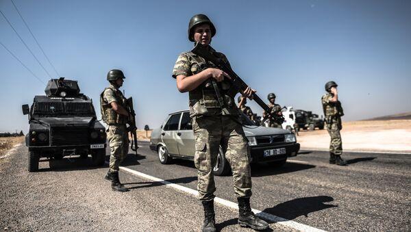 Турски војници стоје на турско - сиријској граници - Sputnik Србија