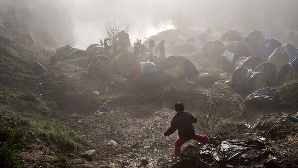 Improvizovno prihvatilište za izbeglice u blizini grčko-makedonske granice na prelazu Idomeni - Sputnik Srbija