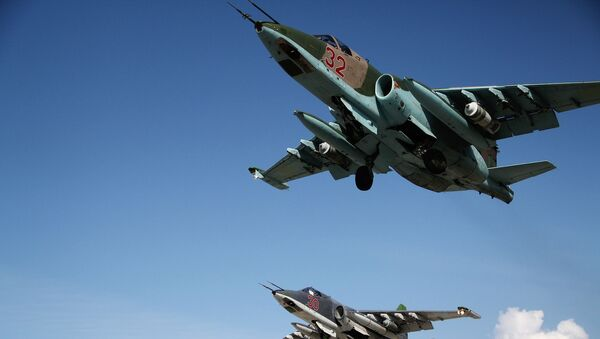 Ruski avioni Su-25 uzleću sa avio-baze Hmejmim u Siriji - Sputnik Srbija