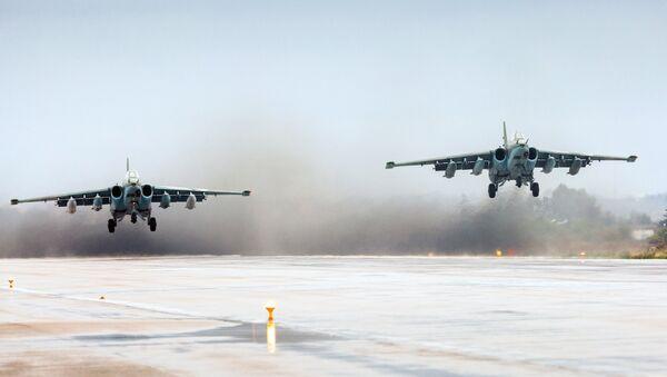 Узлетање руских авиона из базе Хмејмим у Сирији - Sputnik Србија
