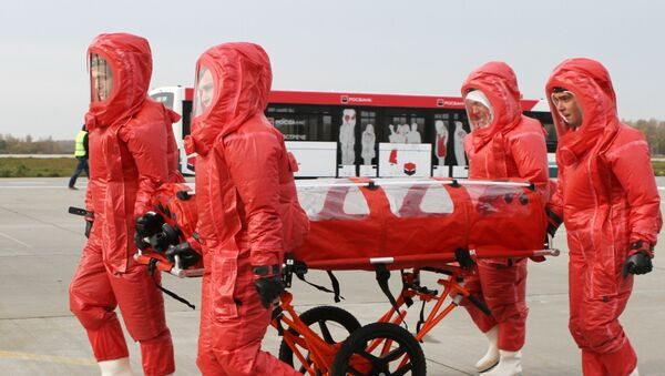 Rusko Ministarstvo za vanredne situacije ima poseban avion posvećen transportu zaraženih ebolom - Sputnik Srbija