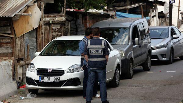 Policajci u raciji u Hači Bajram predgrađu Ankare, jul 2015. - Sputnik Srbija