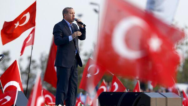 Председник Турске Реџеп Тајип Ердоган током говора у Истанбулу - Sputnik Србија