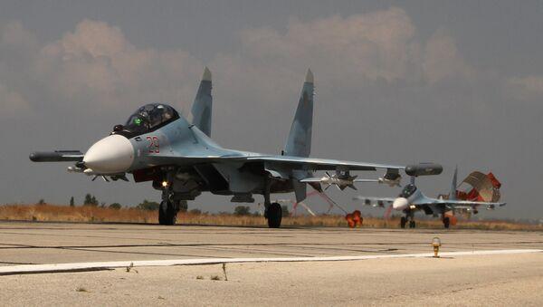 Руски ловац Су-30 слеће у базу Хмејмим у провинцији Латакија у Сирији. - Sputnik Србија